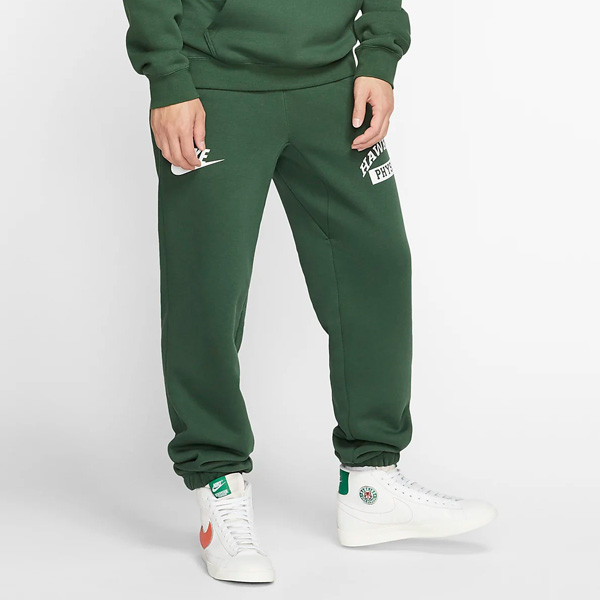 50% OFF 👍 @Stranger_Things x Nike Fleece Pants are on sale for $31.97 each + get FREE shipping with your Nike+ account. #promotion Fir Green -> bit.ly/3k1VT4t Grey Heather -> bit.ly/3dDEsoq