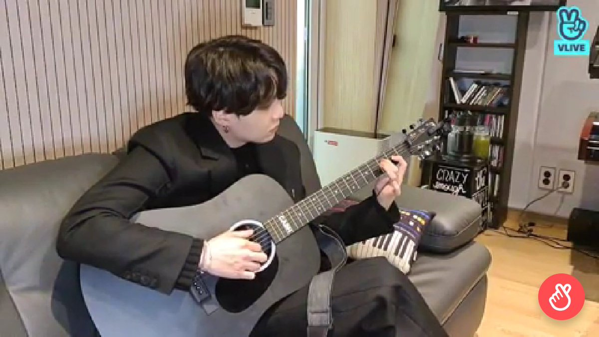 my heart .. Yoongi plays the guitar so well I just want to sit next to him  Armу, you also want to sit next to such a cat in the evenings and listen to him playing the guitar? #BTS #ARMY #kpop #YOONGI #YoongikingOfBTS @BTS_twt https://t.co/yTa0Z8xLBL