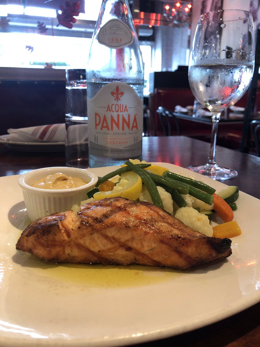 Fresh salmon and mixed veggies. It's the perfect week for outdoor dining! #EatIn #TakeOut #Tapas #ItalianFood #HappyHour #WeAreOpen #Stamford #Connecticut #FairfieldCounty #EatLocal #BedfordStreet https://t.co/nYqhRRm46f