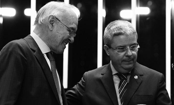 Muito triste com a notícia do falecimento do senador Arolde de Oliveira, meu colega de partido, o PSD