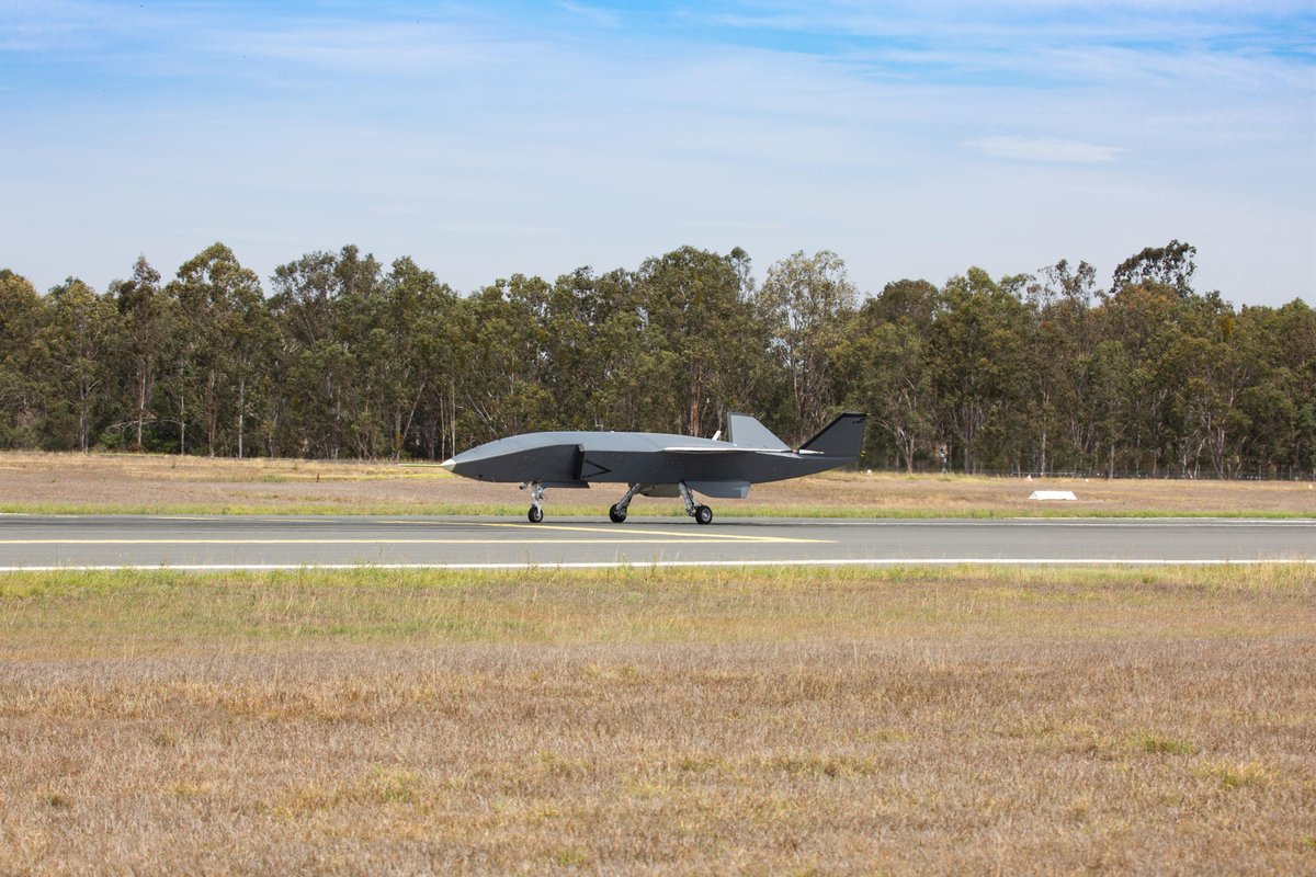 #LoyalWingman is on the move! This unmanned aircraft for @AusAirForce recently completed low-speed taxi testing in preparation for first flight later this year. #AirpowerTeaming  Release: https://t.co/uQMTtyZ077 https://t.co/DDILUVZOrx