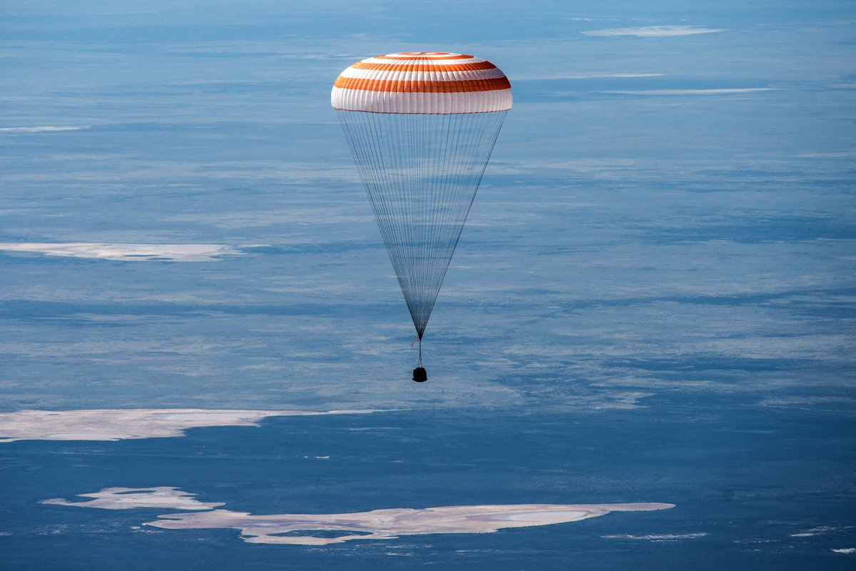 Watch @NASA TV now to see the Soyuz MS-16 spacecraft carrying @Astro_SEAL, @ivan_mks63 and Anatoly Ivanishin land in Kazakhstan at 10:55pm ET. Read more... go.nasa.gov/37uUUWQ