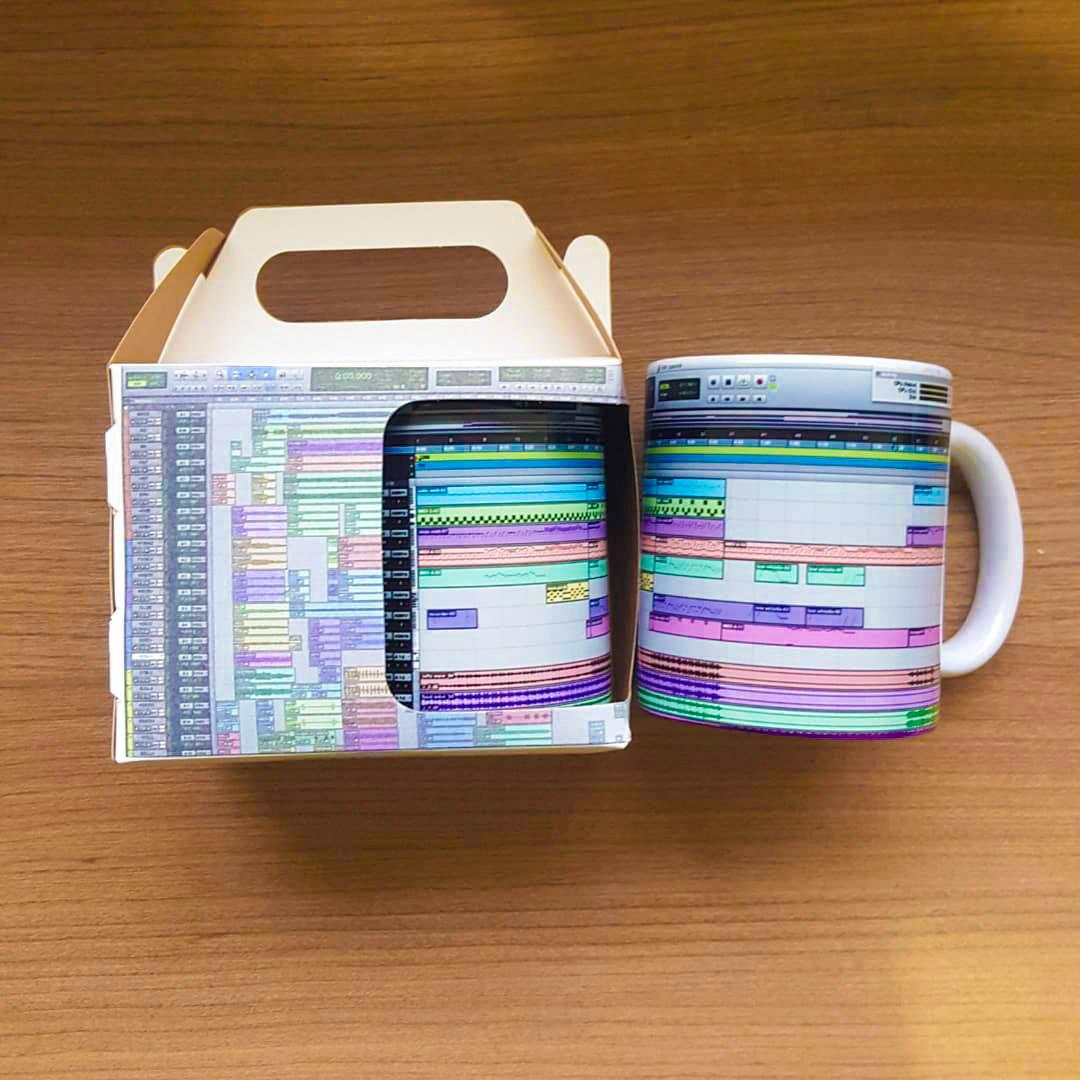 ☕ Mixing in/out of the box...  📷 https://t.co/HKPw9UBVIk ▶️ https://t.co/4vSB1ePnkL  #mug #box #coffee #recording #mixing #daw #protools #avid #iamavid https://t.co/VHObZ8Ynhz