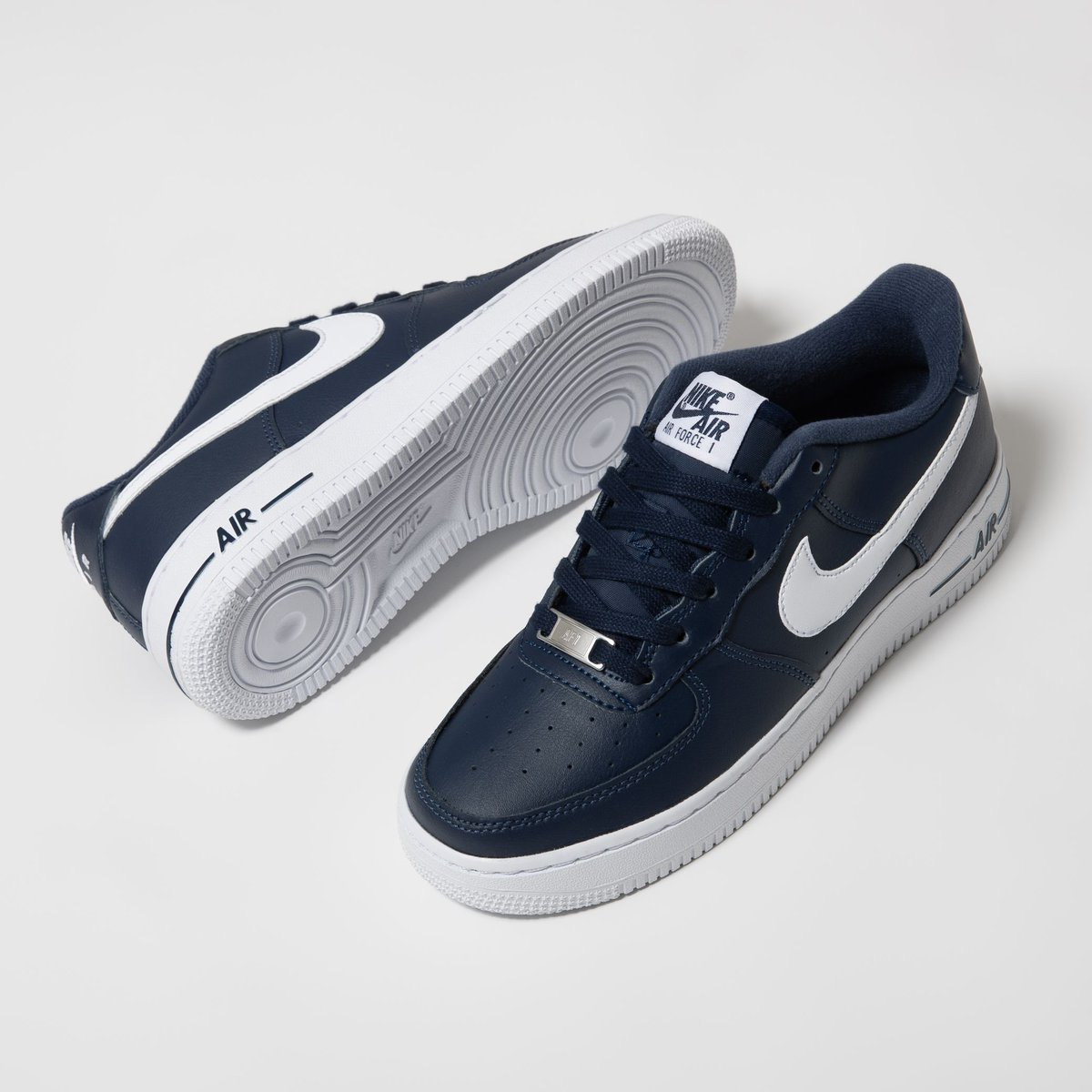 NEW💫 Nike Air Force 1 Low (GS) in Midnight Navy.  Online now ➡️ https://t.co/WDbJGZ828k  US 4Y (36) - US 7Y (40)  🔎 CT7724-400  #titoloSHOP #titolo #nike #airforce1 #nikeairforce1 #af1 #midnightnavy https://t.co/W4d0lBvKyo