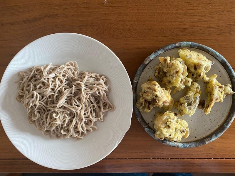 舞茸天を作りました。舞茸の調理法で一番好きです天ぷら。秋だなあー。