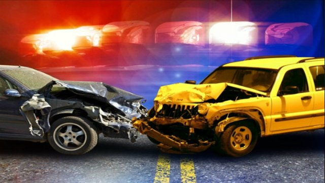 #ICYMI: #Police are continuing to investigate a two-vehicle collision involving three people over the age of 50 that happened last week in #JoDaviess County. Two of the individuals were taken to a local #hospital, and the other person was airlifted to another hospital. #Illinois https://t.co/Xq4x5LOnnX https://t.co/nc1Qm6wPyI