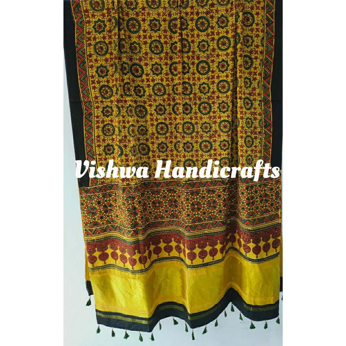 Modal silk ajrakh hand block printed dupatta. #ajrakhdupattas #modalsilk #handblockprint #handmade #handcrafted #vishwahandicrafts #dupattalove #dupattatwitter #designer #fashion #onlineshopping #dupattaonline #indian #traditionallook #followforfollow #uniquewear #naturalcolour https://t.co/am0psxTSkp