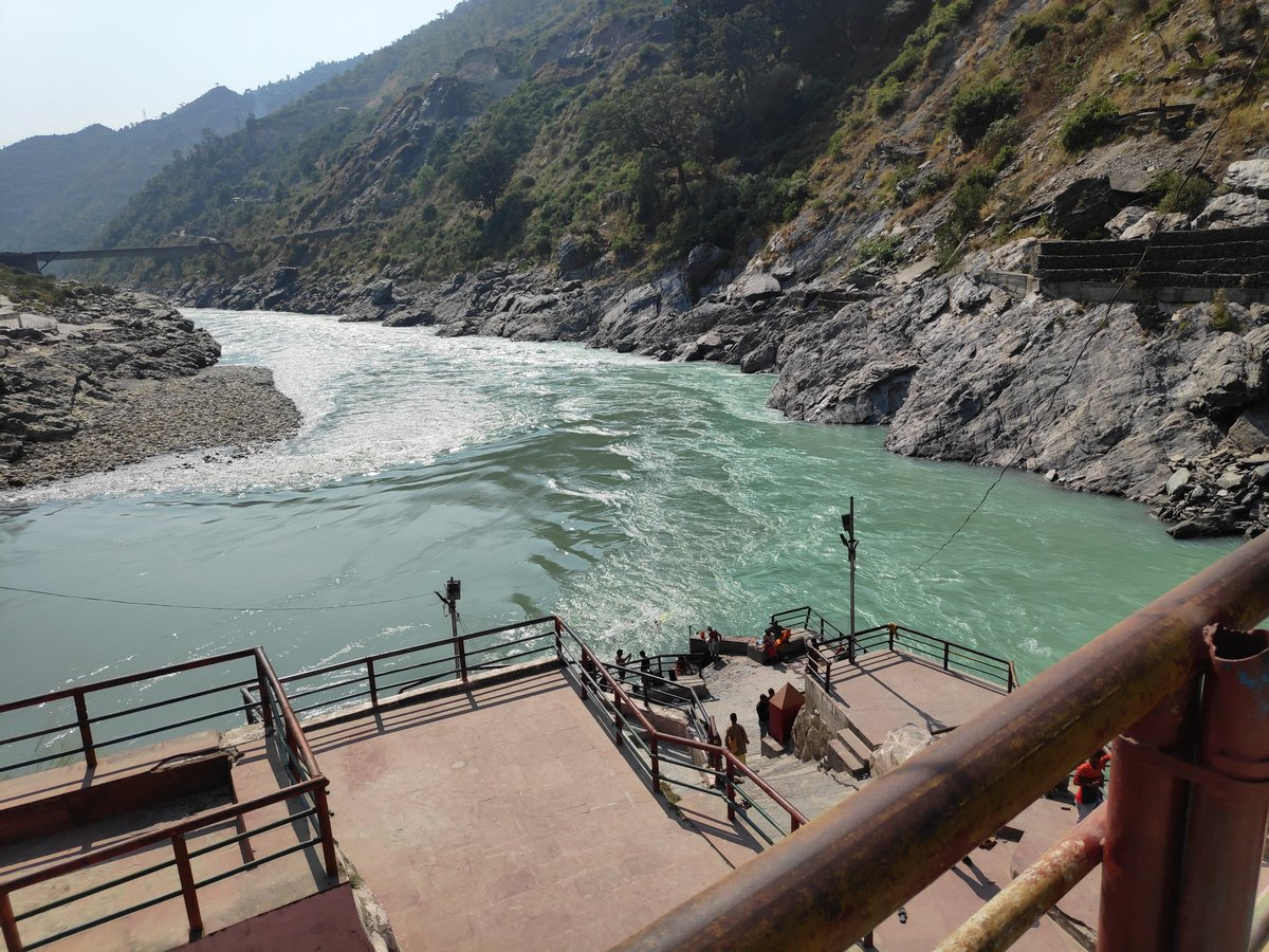Physically, I'm here. #Devprayag #Sangam #Uttarakhand https://t.co/0EOpcBG6WD