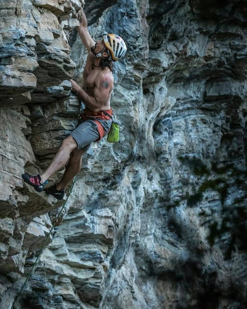 🐺DaRK rOks🐺 Preciosa foto del gran 🐺@ruben_mixtoalpino 💪👏👏 . . . . . . . #lalobera #routsetter #wolvesdontbark #boulderingspain #thewhitegrip #routesetter #escaladadeportiva  #arrampicata #rockclimbing #climbing #boulder #bloque #escalador  #climber #bulder #climbingspai… https://t.co/Z7tEpwNuvc