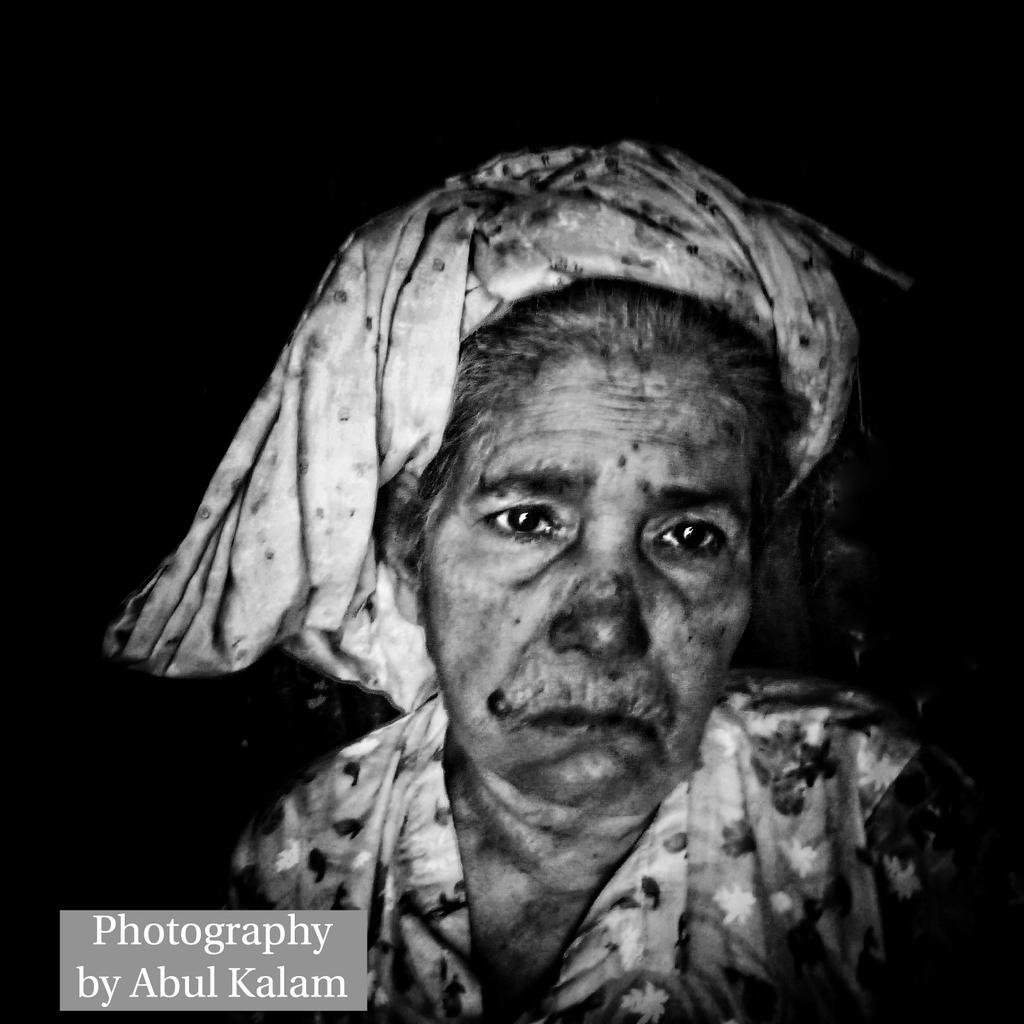 My photography in the world.  Nasima Khatun is a Rohingya genocide survivor. Now live in Bangladesh refugee camps but worried about to return to her motherland #Myanmar.  Worried about the future of the Rohingya community.  Photography by Abul Kalam. https://t.co/5SuuZ6ZL0y