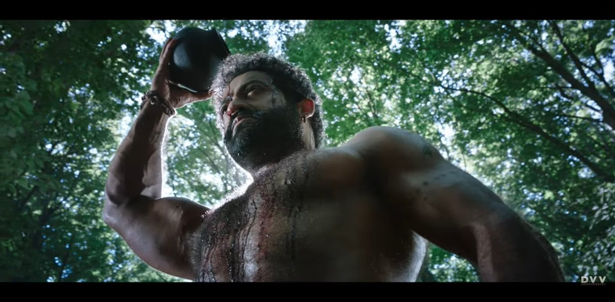 He @tarak9999 is exceptional as always.. Especially in this shot 👌👌    @ssrajamouli @AlwaysRamCharan @RRRMovie #RamarajuForBheem #RRRMovie #BheemFirstLook