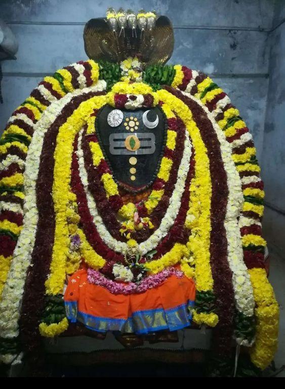 Photo Credit: Nalayni 121 from Pinterest ( https://t.co/LdY9haJp6P ) May Lord Shiva bless all of us 🤗. #namastegod #shiva #lordshiva #kedarnath #kashi #hindu #haraharamahadev #mahadev_har #jyotirlinga #linga #somanath #somnath #mallikarjuna #mahakaleshwar #omkareshwar https://t.co/gXzh5g7Cmi
