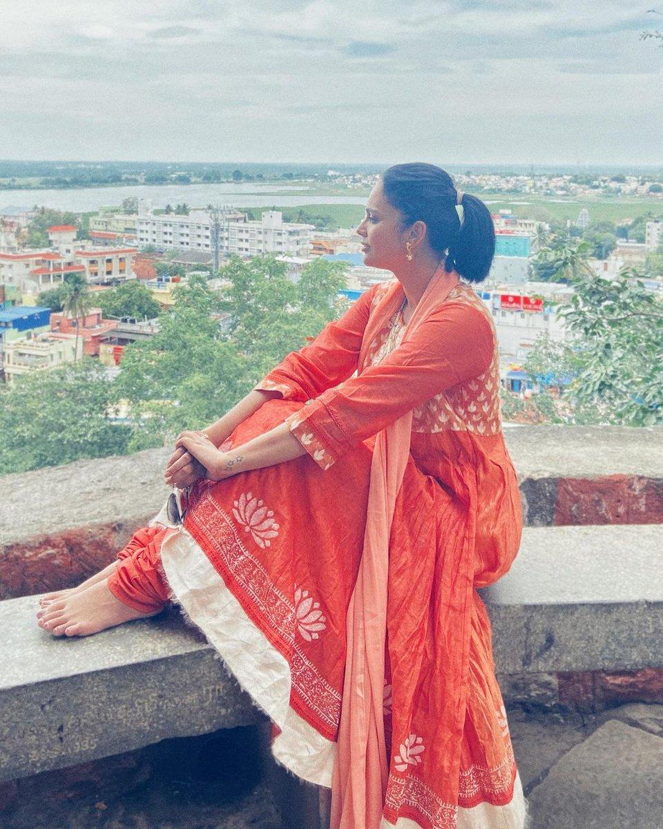 Actress @Nanditasweta visits #MuruganTemple in #Palani  #temple #palani #murugartemple #spiritual https://t.co/7OrcSPs4QY