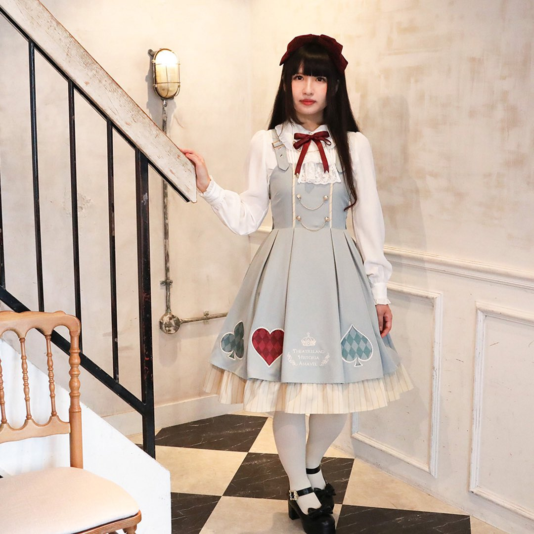 明日10/23(金)販売START🃏♣️❤️Theatreland Poker♠️♦️Theatrelandにならぶ歴史あるカジノのPokerブースをイメージ💫大きなトランプモチーフの刺繍がポイントのジャンパースカートとジャボ付のブラウス♡Official Blogにて詳しくご紹介👇#amavel #アマベル