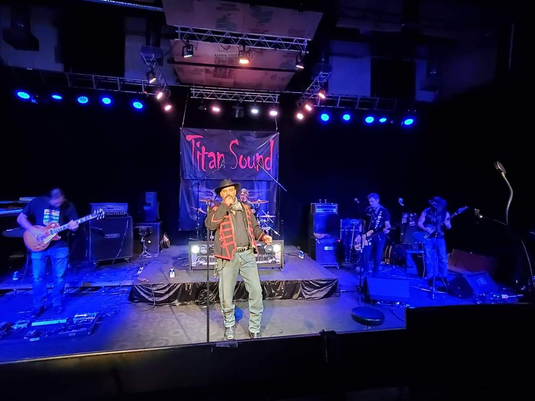 at titan sound for the rise up tv covid tour on roku tv. oct 20. #slantsixband #rosnermanagement #riseuptv #titansound  #RockAndRoll https://t.co/yQiwM3Oapn