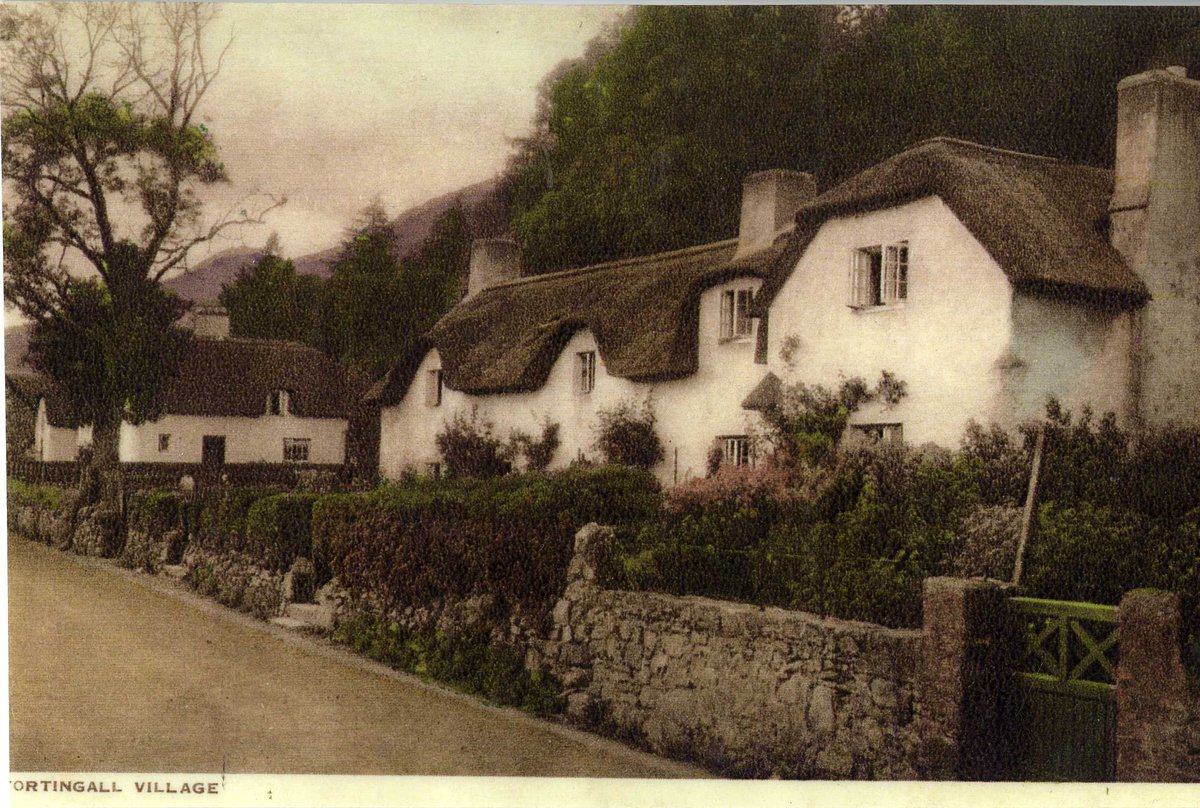 You could be forgiven for thinking this 'chocolate box cottage' view is somewhere in Devon.  Postcard view of 'Fortingall Village'.  #ExploreYourArchive https://t.co/gofTSEvTRc