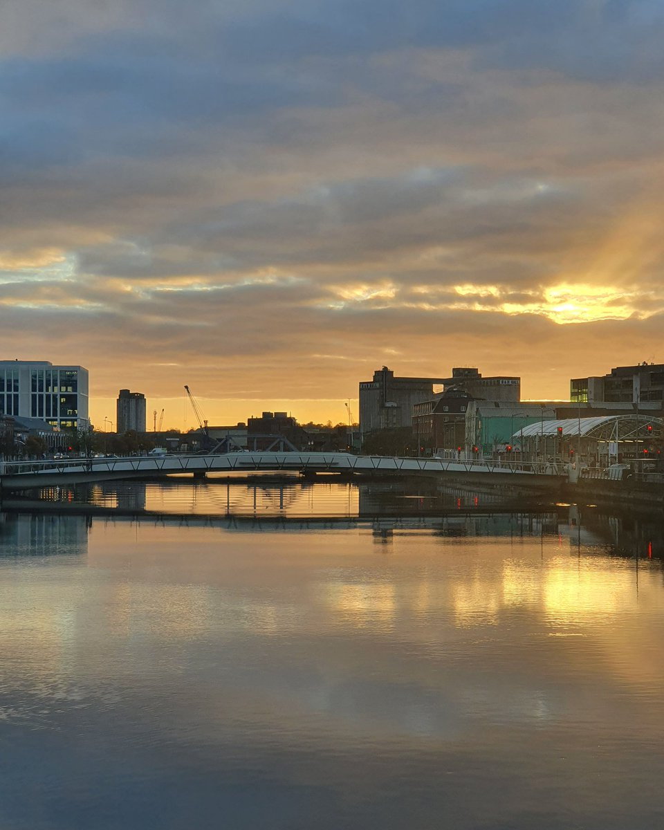Good morning Cork! #cork #CorkCity #CorkBeo #sunsrise #riverlee #goodmorning # https://t.co/UEztP5d0SC