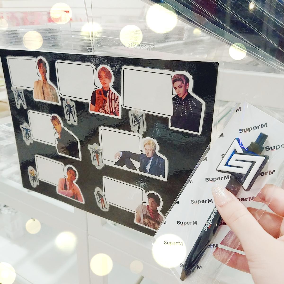 【#SuperM】 『SuperM Japan Official Goods』 「ボールペン」 「メッセージ付き付箋」 「マスキングロールステッカー」 ちょっとしたメッセージを書くのにオススメ🎶 ノートやダイアリーなどに貼って 可愛くデコレーション💕😊 あなたは何を書きますか🎶 #SuperM好きな人と繋がりたい https://t.co/MZG11QCOIT