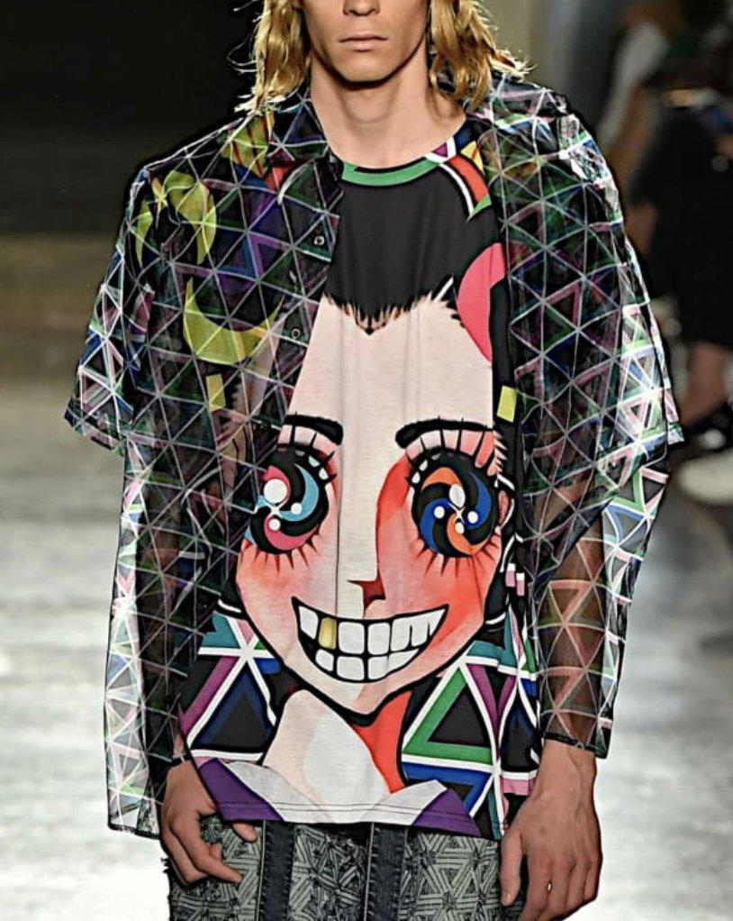 (再) VS嵐3時間SP 10/22放送二宮和也くん 着用衣装 Tシャツ、パンツ放送日なので再UPニノちゃんのインパクトとしてはデカすぎるTシャツ。今週も攻め衣装です。前歯に金歯が光る舞妓さん?(笑)とカラフルなボール?がいっぱいのパンツ。#二宮和也 #VS嵐 #嵐 #ARASHI