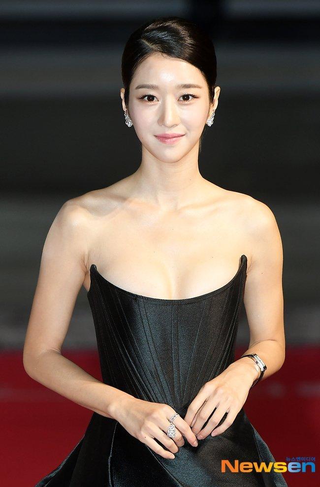 "KGB.🕵️♀️ (D-554) #RecordofYouth on Twitter: ""Seo Ye Ji at the 2020 Buil  Film Awards #SeoYeJi ✨: BOUCHERON Plume de Paon ear clips ($18,900) and  rings ($5,750 and $13,500)… https://t.co/C3VD80xga7"""