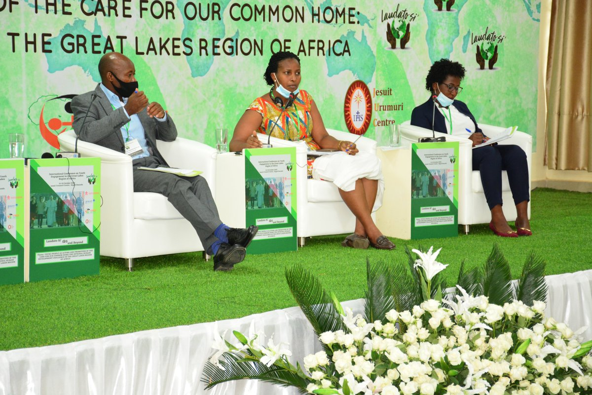 Today's 1st session was on on environmental policies beyond theory presented by Mrs Aloysie Manishimwe from @Uni_Rwanda  and Mrs. @Juliet_Kabera, DG of @REMA_Rwanda. This was followed by a question& answer session. #InternationalLaudatoSiConference #FiveYearsDownTheLineAndBeyond https://t.co/M17VMnoZP2