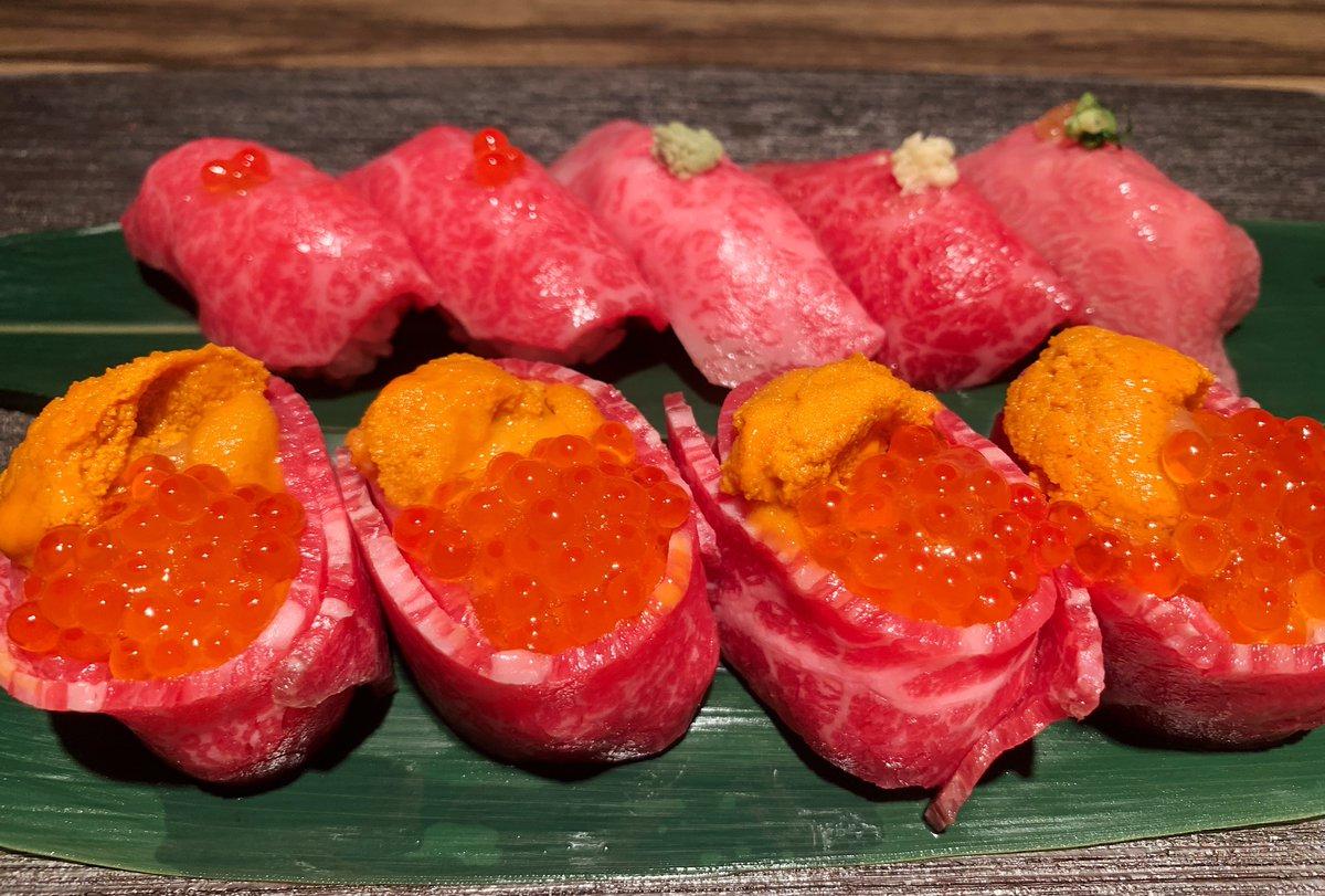【焼肉ますお】@東京:東新宿駅から徒歩4分月間40頭しか出荷しない尾崎牛を堪能できるお店生肉の取り扱い許可を取っているため、宝石の様に輝く生肉を思う存分頬張れる!ウニ&イクラの軍艦巻き、赤身やトロの肉寿司等、まさに肉の楽園!サービス料10%が別途かかるので贅沢したい時にオススメ!