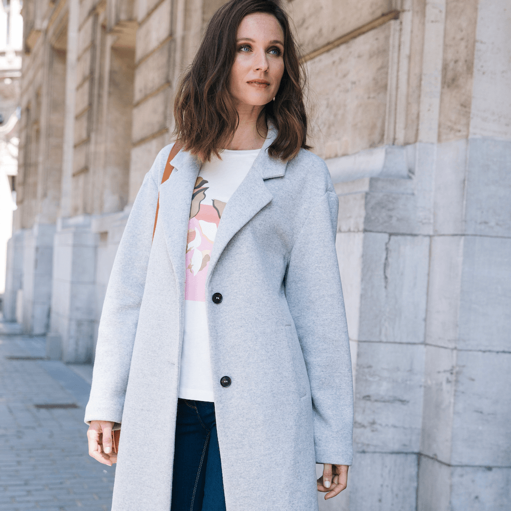 Its coat season: The Longline Coat The longline coat is a season long must have, with flatting colors and contemporary style, it will be your go to coat, if you want to dress it up, or down. Shop Now: bit.ly/2CYIPMM