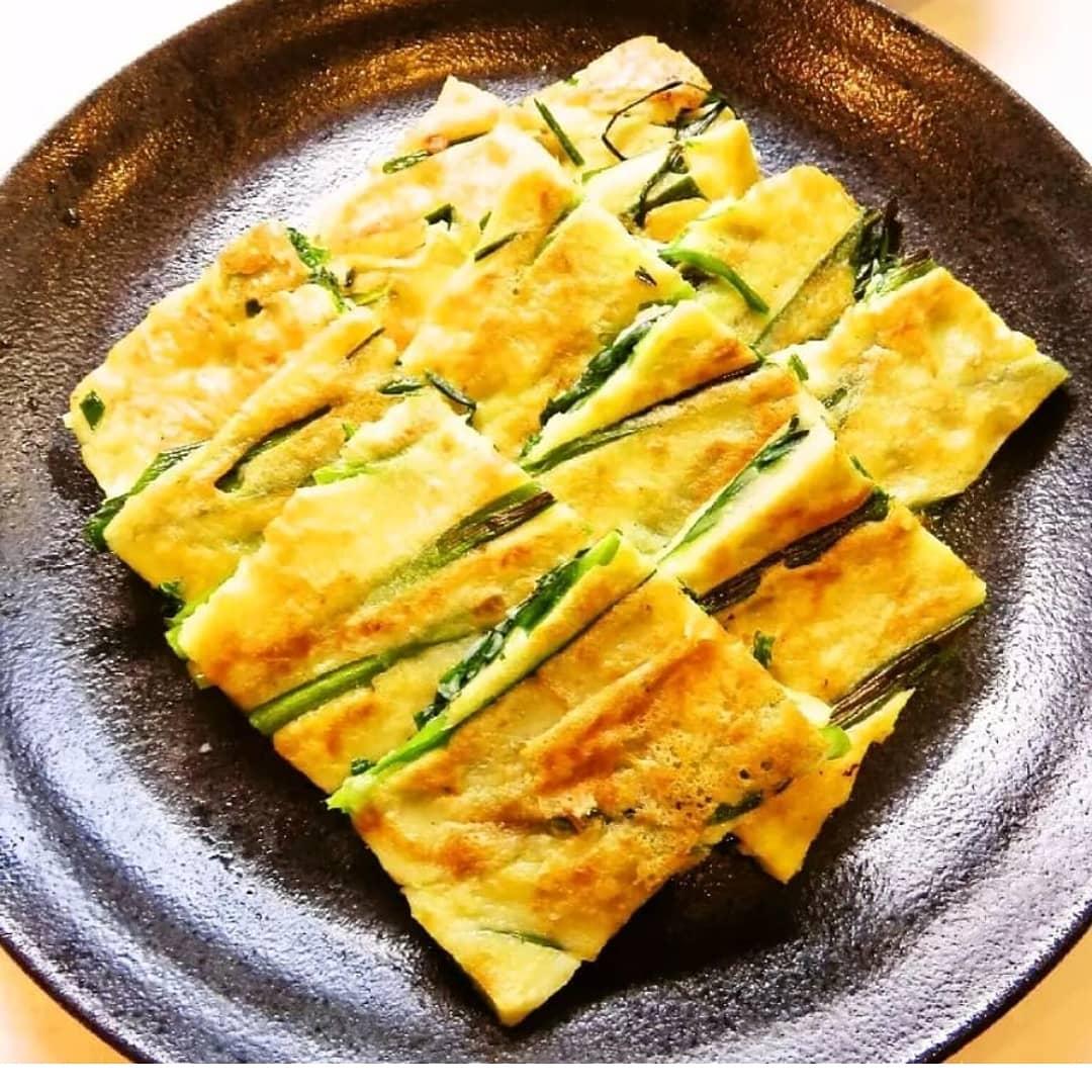 クックパッドで公開している私のレシピをご紹介♪☺簡単韓国料理♪基本のニラのチヂミ☺ by hirokoh 簡単に作れる基本のニラチヂミです🍺😁#料理好きな人と繋がりたい#Twitter家庭料理部#お腹ペコリン部#おうちごはん #クックパッド#cookpad  #YouTube#おつまみ