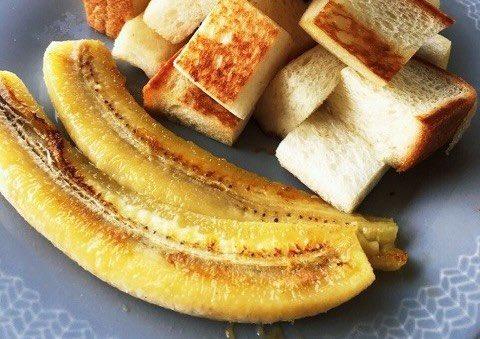 /寒い朝にあたたかい朝食を🥰ホットバナナはいかが?🍌\ㅤシンプルに焼いたり、グラニュー糖をかけたり、ホットドリンクやスプレッドにしたりしてもおいしいですよ🍳甘さが増してとろけます💓ㅤ→ 少し冷える朝にぴったり!「ホットバナナ」で一日をはじめよう