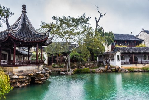 The Master of Nets Garden in China, a UNESCO World Heritage Site since 1997, was designed during the Song dynasty and includes pavilions, halls music rooms, ponds, and bamboo groves, all within one acre of land.   @Corkcoco  @Garden_ie  @pure_cork  #purecorkwelcomes https://t.co/H79YYAxMrC