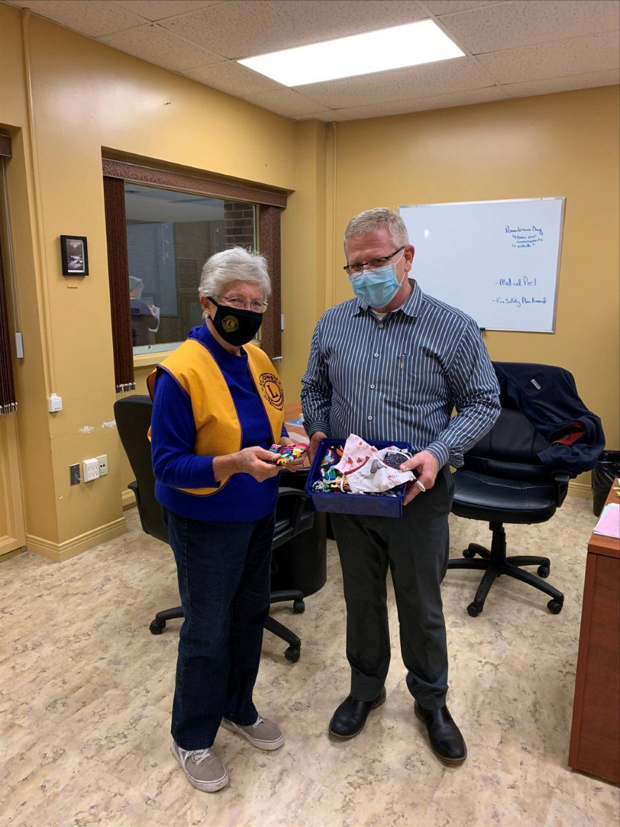 #RT @lionsclubs: RT @NAEC_LDSB: A special thank you to Cathy Galt of the Lions Club  in Northbrook donating 40 masks made by Lions members to the school.  We appreciate your support! https://t.co/ZnBiXfwuWN