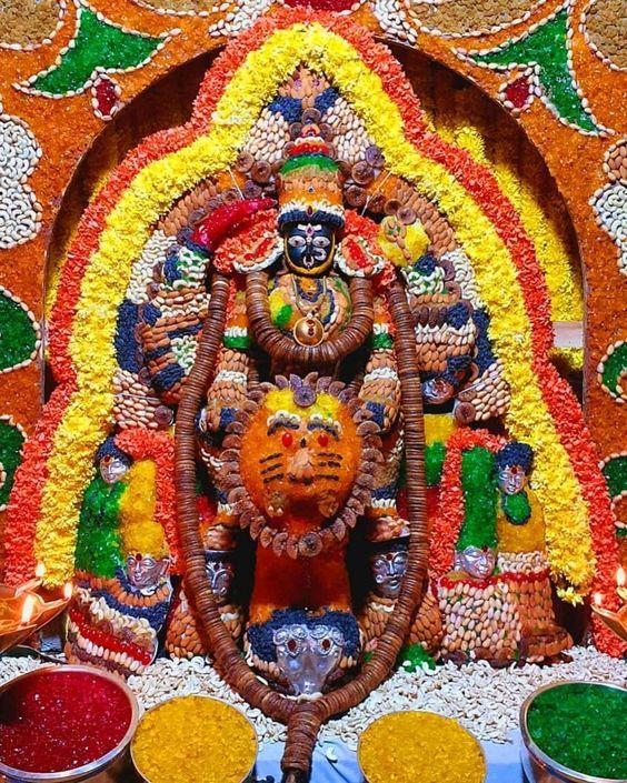 Photo Credit: Mahesh from Pinterest ( https://t.co/j8P1I00WfC ) May Goddess Durga bless all of us. #namastegod #lakshmidevi #chamundeshwari #durga #banashankaridevi #shakti #chandi #durgamaa #goddessdurga #goddesslakshmi https://t.co/ckTClhJVbS