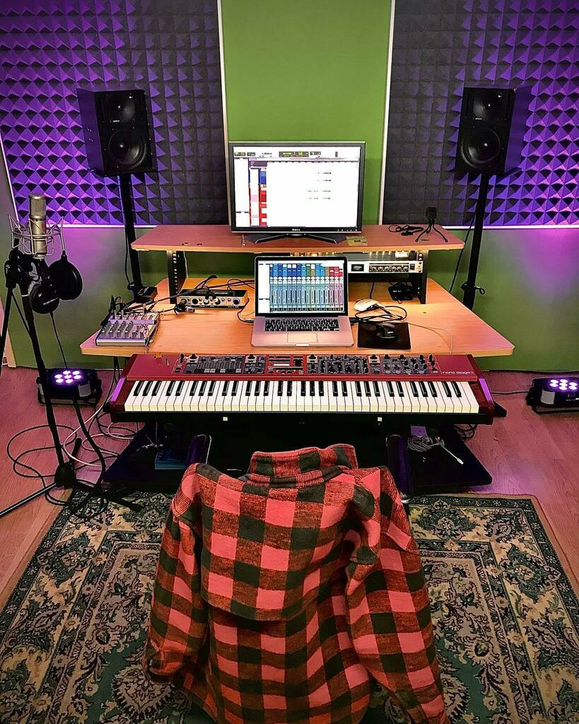 Final piano tracks on the way!!! ❤️🎹🎹🎹🎹🎹🎹🎹🎹 . . . . . #nordstage #genelec #studiosession #protools #lovemyjob #quarantinelife #myoffice #thursdayvibes #red https://t.co/yZZJllC59w https://t.co/xVe1jfMZaq