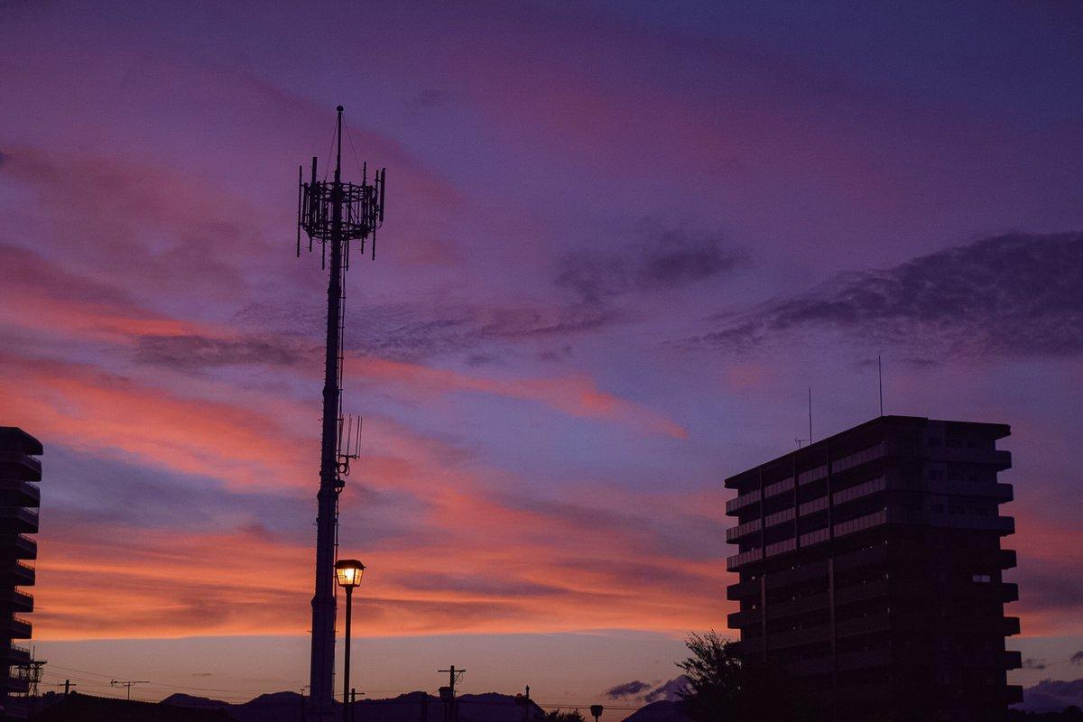風景写真  夕焼けカタルシス  #photo #photography  #写真好きな人と繋がりたい #ファインダー越しの私の世界 #写真で伝えたい私の世界 #キリトリセカイ #空 #夕暮れ https://t.co/ooSGFe3X9C
