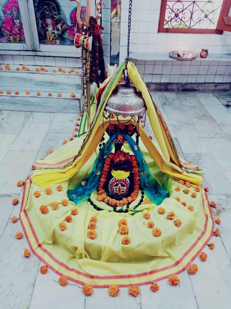हर हर महादेव  आज का श्रृंगार  #HarHarMahadev #om .#namashivaya  #har #har  #mahadev_har  #ambikadevi_ji  #derababamangalnath #ambikadevimandir #kharar  #Mohali #punjab  #YogiRamnath #myogiramnath https://t.co/LcDOM2ZRpJ