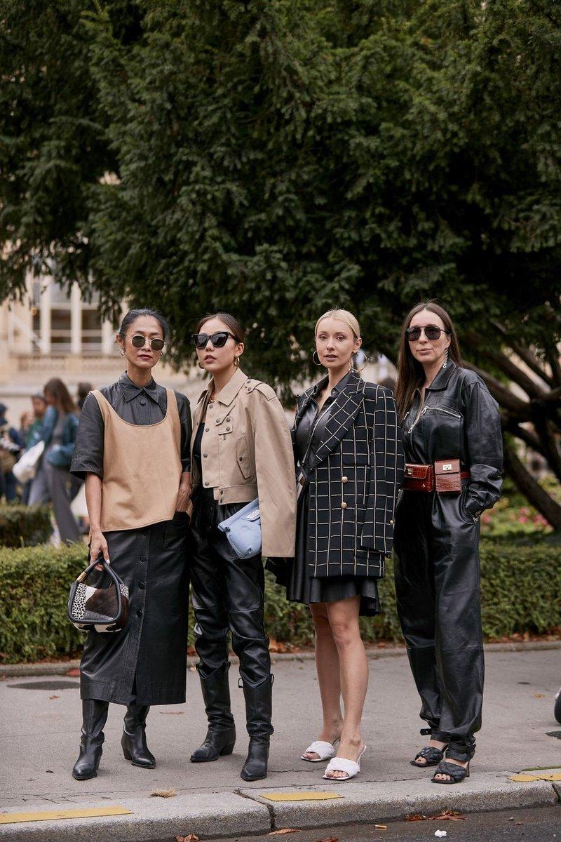 Throwback: Paris Fashion Week . #mode #fashionblog #streetstyle #look #parisfashionweek #pfw #fashionweek #leather #clutch #fannypack #cowboyboots #mules #bottegaveneta #goldearrings #blog #ootd #style #fashion #streetfashion #paris ⬇️ https://t.co/5v7lAMhiyR https://t.co/9aVleh4xge