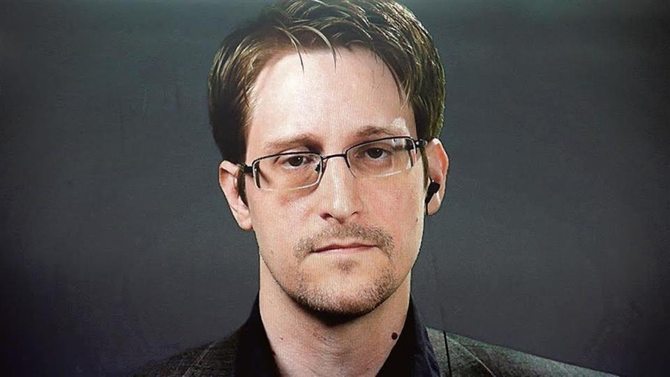 Snowden granted permanent residency in Russia   https://t.co/eTkxEnqM13 https://t.co/340gi6S07k