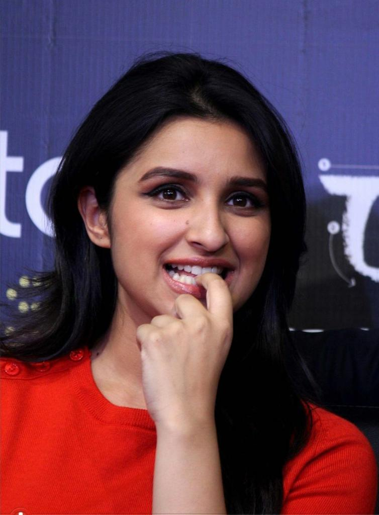 Wishing a Very Happy Birthday To Bollywood Cutie @ParineetiChopra From Tamilnadu ❤  Have a Blasted Year Ahead 💐 Best Wishes For Your Upcoming Projects ☺  Love Towards You From Us Never Ends.   #HappyBirthdayParineetiChopra 🎂❤ #ParineetiChopra | @TeamParineetiTN