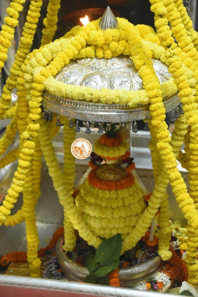 आज दिनाँक 22-10-2020 को श्री काशी विश्वनाथ मंदिर के शयन आरती के दर्शन।  #ShriKashiVishwanath #Shiv #Mahadev #Baba #ShtanAarti #Temple #Trust #Nyas  #Jyotirlinga #darshan #blessings #Varanasi #Kashi https://t.co/jw5Ryyt7vW