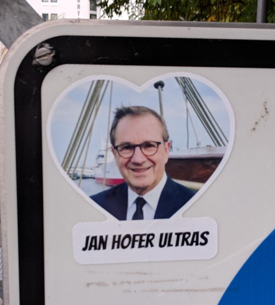 Schicker Aufkleber. Jan Hofer Ultras. https://t.co/aISBh5imhc