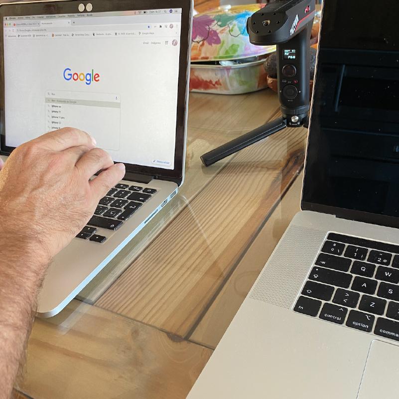 🎞 Realización de #videoprofesional. 📽 @islasem trabajando sonido #adobecloud #premier #logicpro #apple  #video #hacervideos  #marketingdigital #videoredesociales #videocorporativo #videolaspalmas https://t.co/6dO2QuJmu9