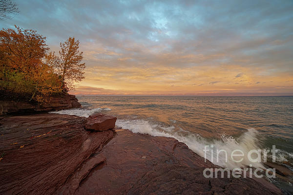 """One of those spectacular evenings along the shores of Lake Superior! """"Red Rocks and Cotton Candy Sky"""" -  @shoppixels  #sunset #lakesuperior #marquette #michigan  #autumn"""
