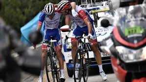 #Deportes: El francés Thibaut Pinot no toma la salida en la tercera etapa. https://t.co/7PLwyUrqtj https://t.co/vug19RSco5