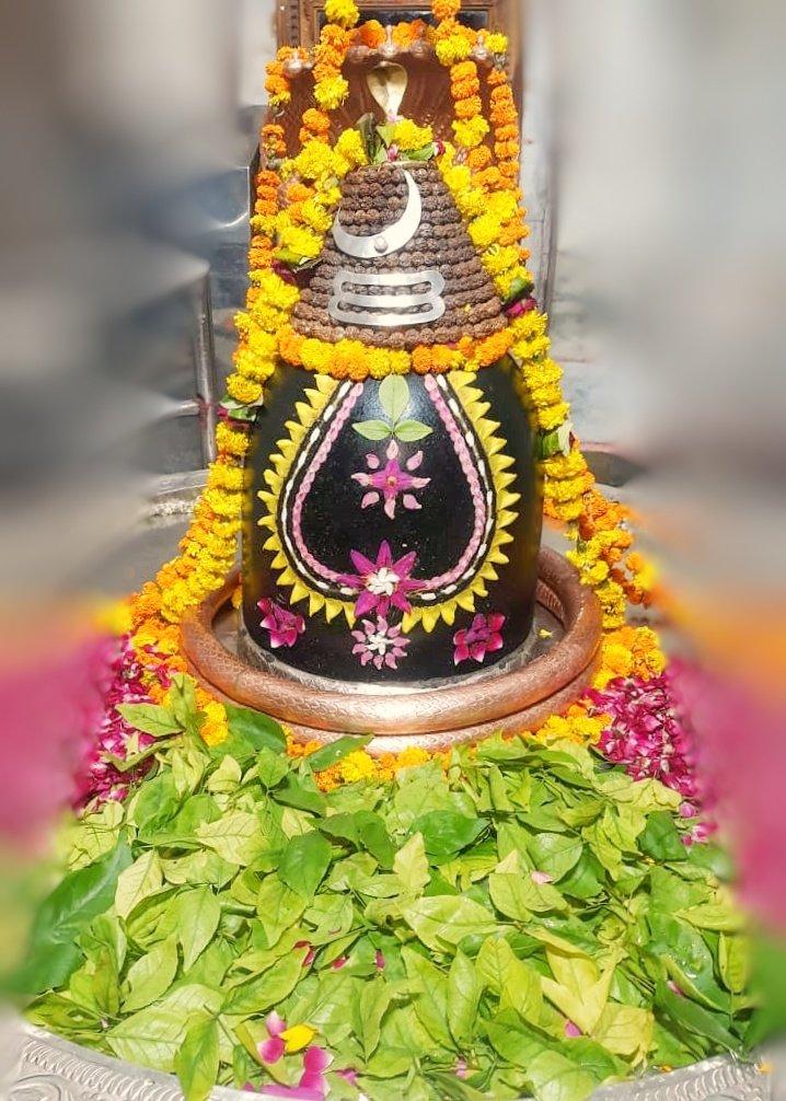 श्री अहल्याबाई मंदिर, प्रभासक्षेत्र - गुजरात (सौराष्ट्र) दिनांकः 22 अक्तूबर 2020, आश्विन शुक्ल षष्ठी - गुरुवार सायं शृंगार Dhruv_PS-10208267 https://t.co/wqPK69vhK0