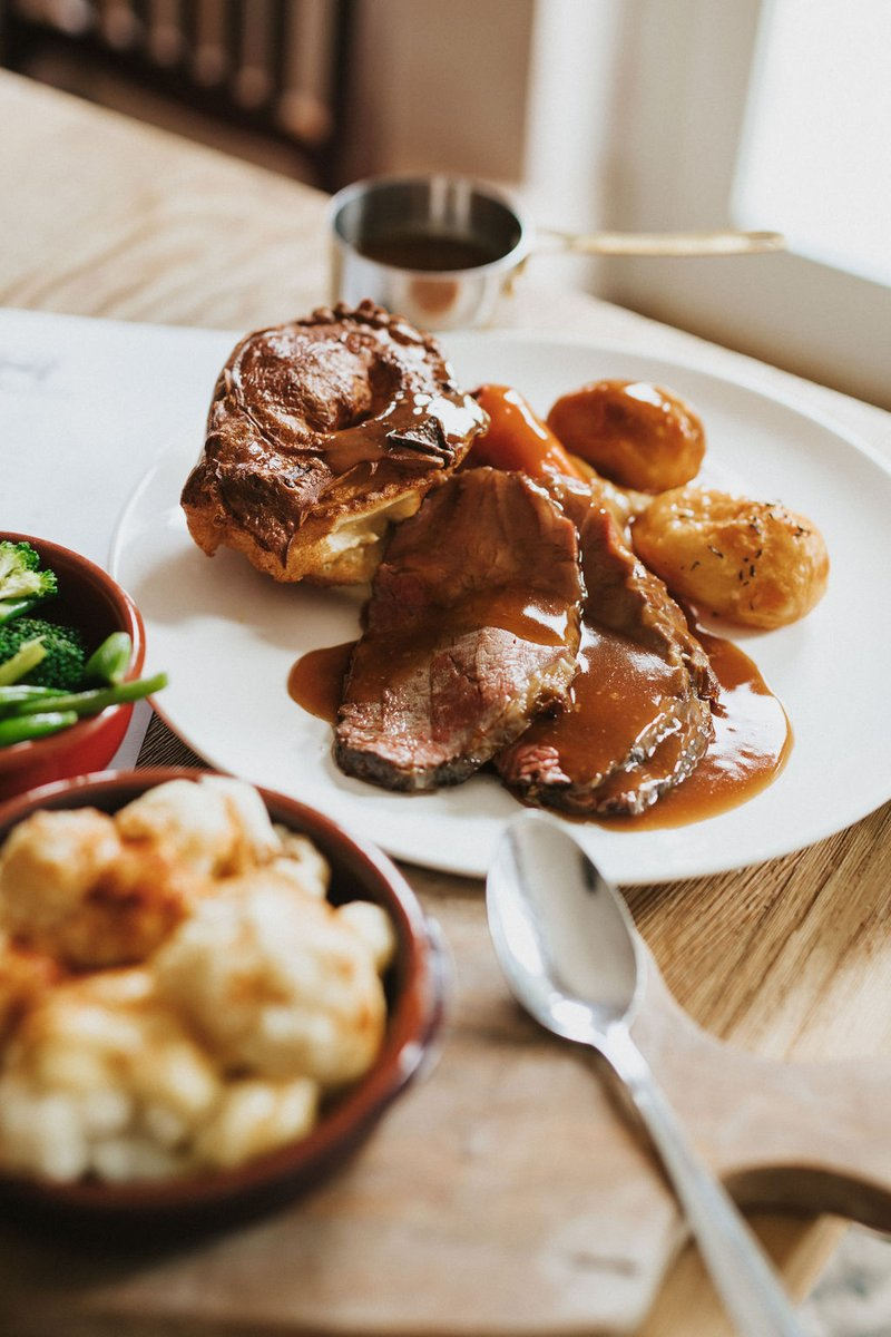 Traditional, showcasing the season's finest and value for money - you can't say fairer than that when it comes to a Sunday Roast. No matter your dietary preference - however you want your roast we can cater to you. Served 12-6pm every Sunday, to book visit https://t.co/jrxkvtMQRE https://t.co/SfkyyNMHmt