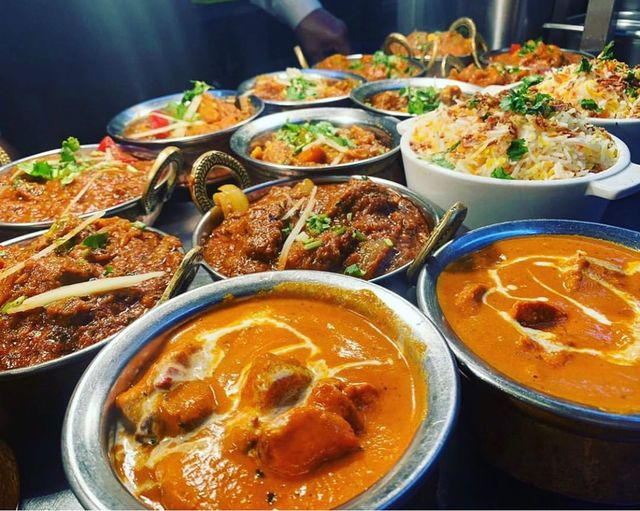 Thinking of a curry night? We got it all sorted! Join us or order for some takaa tak curry.  #dinein  #Indian #Indianfood #IndoChinesefood #Hounslow #curry #tasty #foodie #dinner #Thursday #ThursdayTreats https://t.co/khipLAMA7H