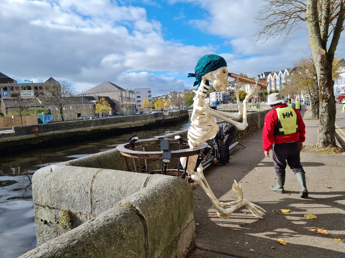 Did you spy Cork Community Art Link and Meitheal Mara out on the River Lee today? Keep an eye and follow our progress over this week 💀  Thanks to Warren and Maurice for sending these great snaps!  #dragonofshandon #corkcommunityartlink #tapesculpture #thedragonofshandon2020 https://t.co/hWiI3f94Y0