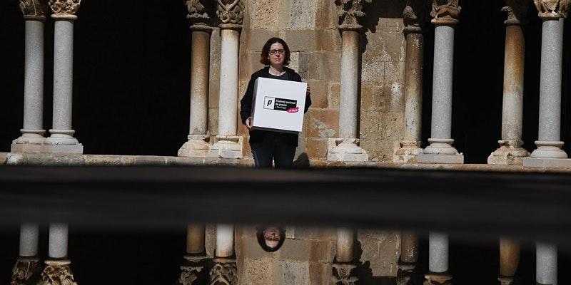 🖤23 OCT 'Branques i ales' #FNP20 #ParintPoetes  Joan Deusa, Anna Gas, Xavier Mas Craviotto, Carla Fajardo i Chantal Poch, dirigits per Àngels Gregori.  🕔20 h 📍Celler Modernista  📲Inscripció https://t.co/ymJebXOGcG  📺YouTube Ajuntament Sant Cugat i @cugatmedia   @IRLlull