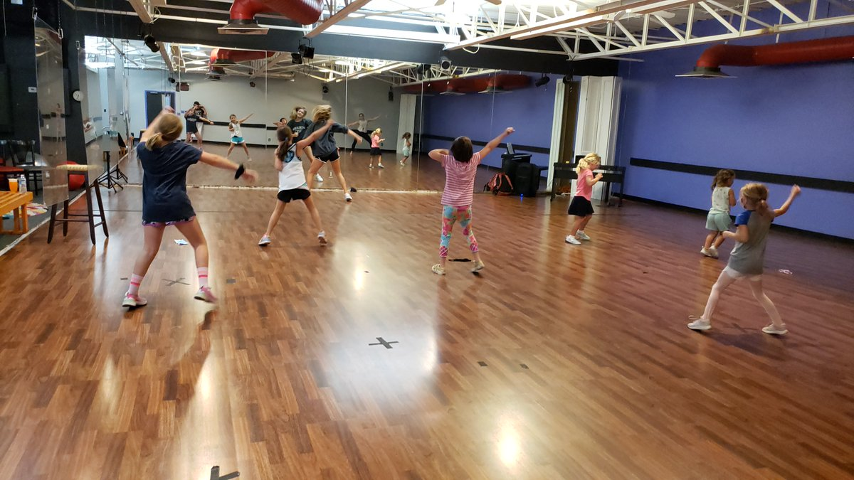 Young dancers have fun while learning key drama skills along with creative movement every Saturday morning. For ages 3-5, Shining Stars meet at 10am. Shooting Stars, ages 5-8, starts at 11:15am. #dctlouiaville #dancerstraining #danceclass #dancelessons #dancelife #dancetraining https://t.co/pHWQw5zPuo