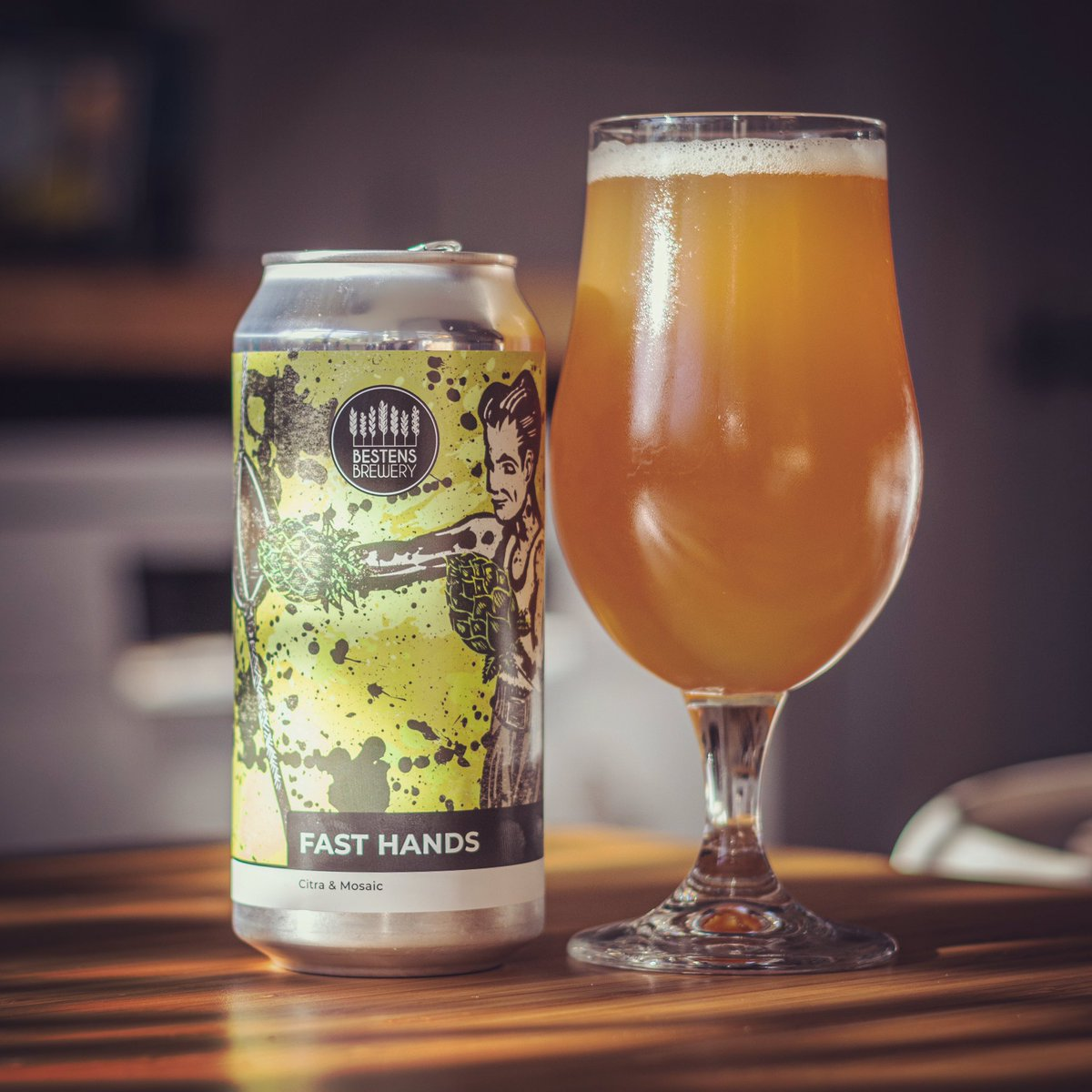 Available on our webshop this week: BN1 Fast Hands Drei Brüder  Pale Ale Amarillo & Mosaic Free local delivery for orders over £20 and nationwide courier available!  #beerdelivery #beeroclock #craftbeeruk #sussex #independentbrewery #smallbusiness https://t.co/wbhKdgNYIP